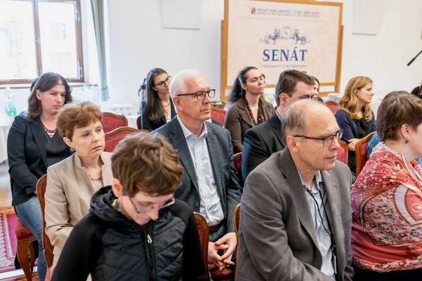 Rodicovstvi pece a vedecka profese konference Senat web 30