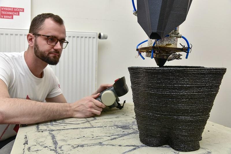 3D tisk vázy z polymerního betonu 002