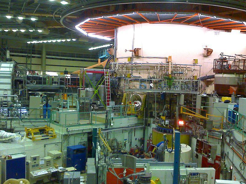 800px Institut Laue Langevin inside reactor hall