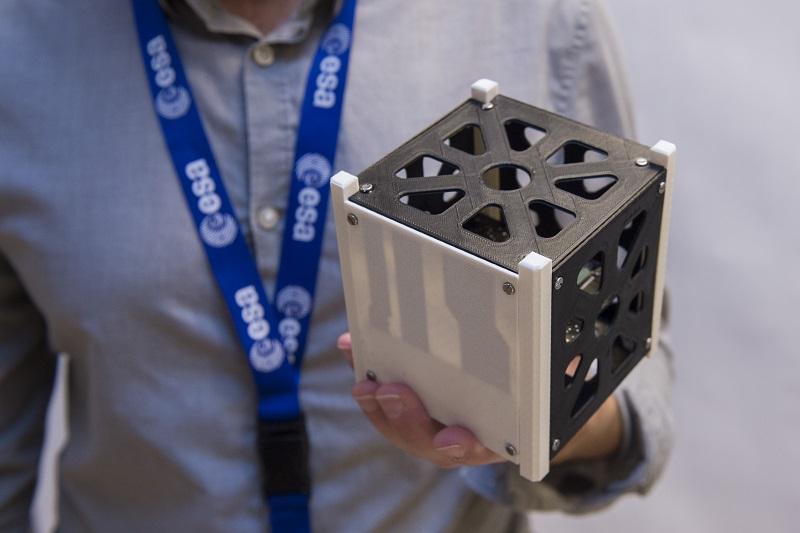 CubeSat ilustra n foto ESA 800
