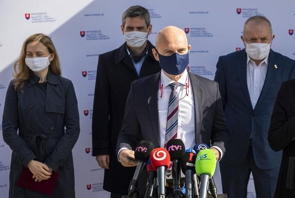 Gröhling a tajemníci minedu.sk