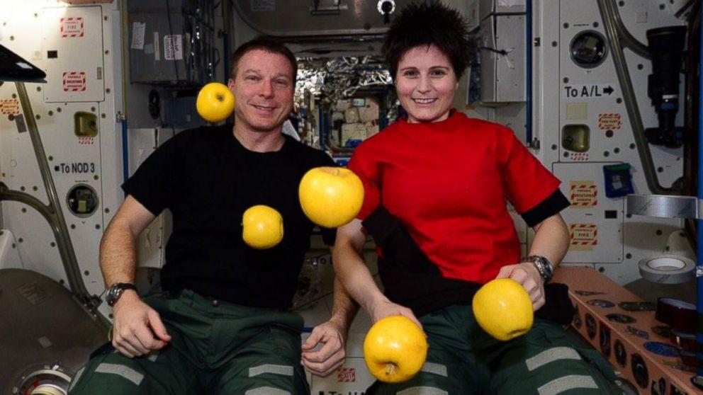 HT nasa apples space jtm 150119 16x9 992