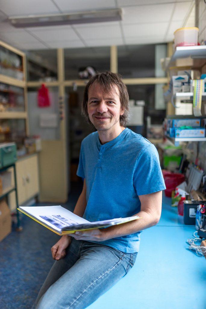 Schwarzer v laboratori 2 684x1024